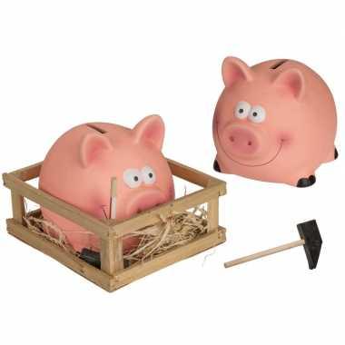 2x spaarvarkens met hamer in kistje keramiek 14 x 12 cm bestellen